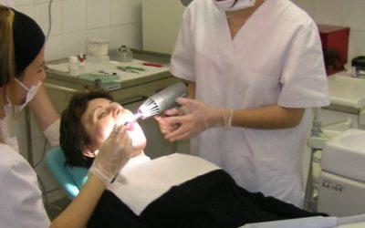 OFERTA DE FEINA: tècnic/a en cures d'infermeria per clinica dental de Mollet