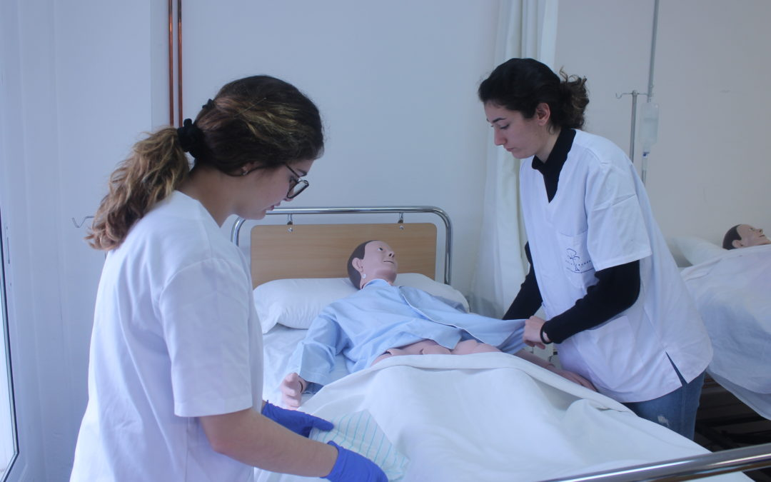 OFERTES DE FEINA: tècnics/ques en Cures Auxiliars d'Infermeria per a Residències